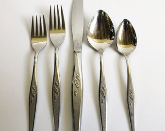 Oneida Community Plate Stainless Steel Silverware, Woodmere Pattern with Leaves - Replacement Flatware