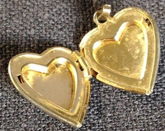 3f9f2a0d00dfb0 Lovely vintage heart silvery locket. Nice love secret keeper charm pendant.  Jewelry making retro supply. Statement jewel for girls.