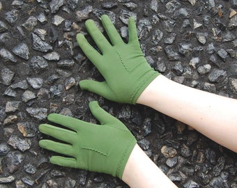 50s 60s Short Green Gloves / 6 1/2 - 7 / Pea Green 1950s Wrist Length Olive Green Back seams