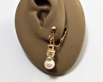 """Avon Snowman Pearl Clip On Earrings Gold Tone Vintage 1 3/8"""" 1994 Two White Bead Top Hat Scarf Long Dangles"""