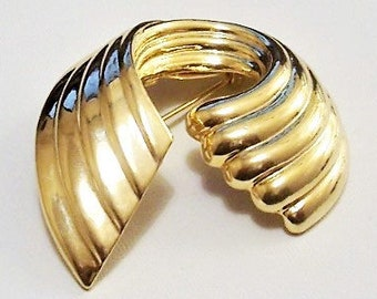 Crescent Circle Pin Brooch Gold Tone Vintage Deep Lined Open Wide Band Scallop Edge
