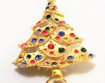Christmas Tree Crystal Pin Brooch Gold Tone Vintage JJ Signed Large Round Colored Stones Red Green Blue Star