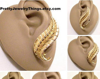Sarah Coventry Swirl Leaf Clip On Earrings Gold Tone Vintage Extra Long Raised Ribs Lines Curled Discs