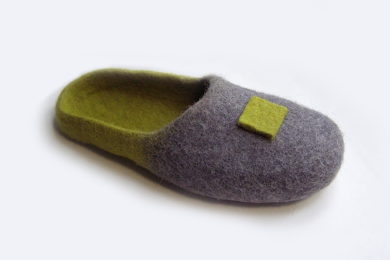 8924fd28e4be0 Women house shoes, felted wool natural slippers, Felted shoes Japan / color  / gray / green / grass