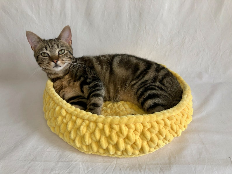 Made to Order Plush Chenille Crochet Pet Basket Bed For Cat image 4