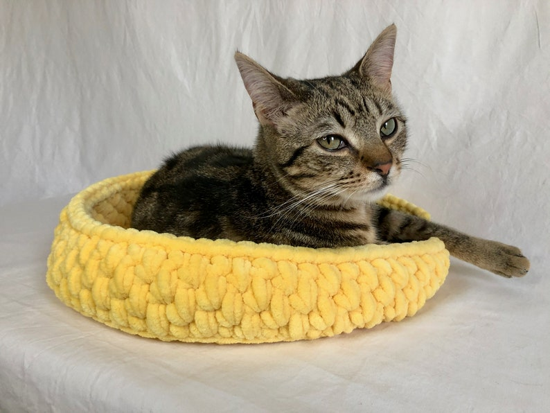 Made to Order Plush Chenille Crochet Pet Basket Bed For Cat image 0