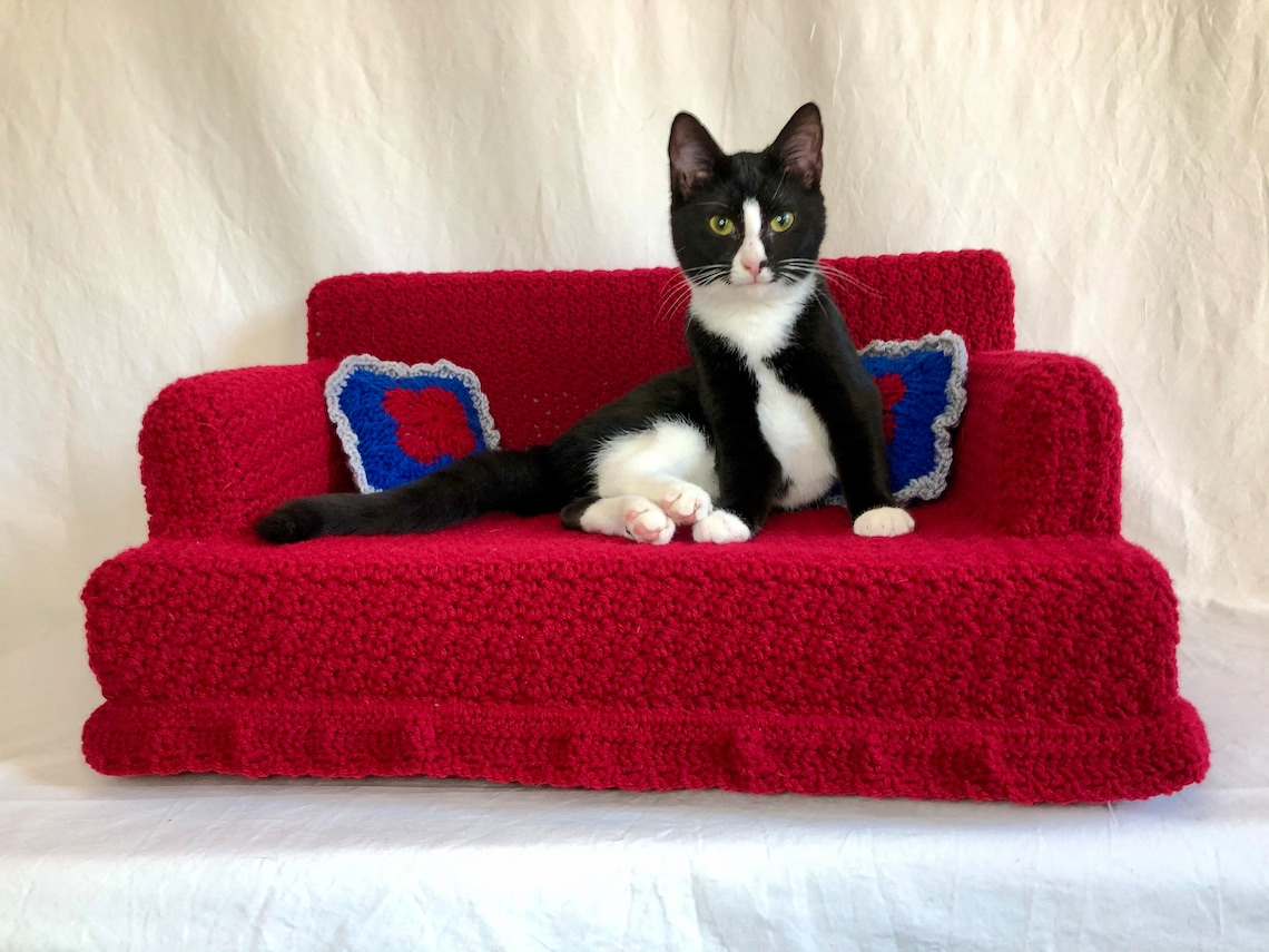 Comfy Crocheted Kitty Couch Pet Bed Made to Order image 0