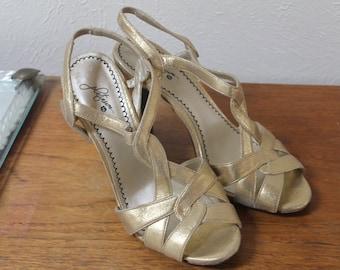 beb13a9b898e Vintage 90 s Gold Metallic Sleenback Heels Size 8.5