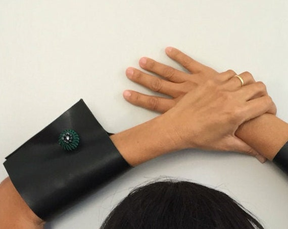 Right black leather jewelry accessories wrist cuff bracelets
