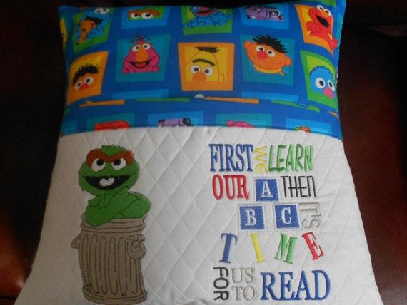 Oscar Reading Pillow