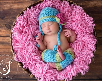 Download PDF crochet pattern - Earflap hat with rose and leg warmers