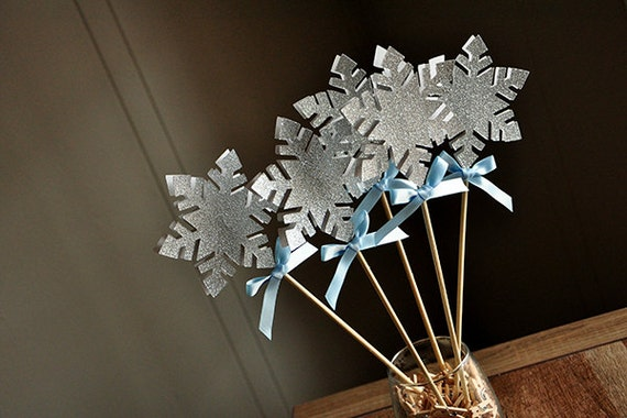 Frozen Birthday Party Decoration.  Handcrafted in 3-6 Business Days.  Snowflake Wands.  Snowflake Centerpiece.