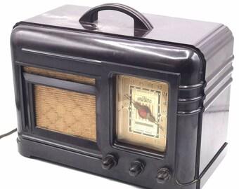 Vintage Air Castle B5P6-542 Bakelite AM Tube Radio