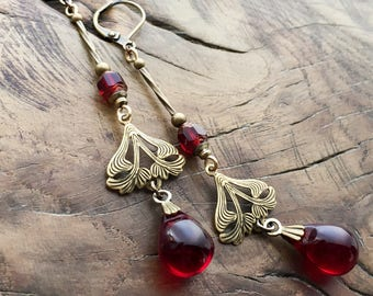 Art Deco dangly earrings in garnet red, antique brass, vintage earrings
