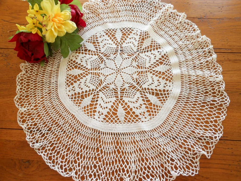 Antiques Spirited Large Vintage Oval Embroidered Linen Doily Beautiful In Colour
