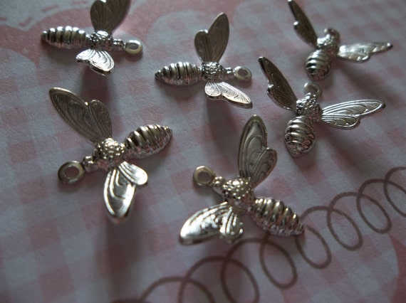 Brass Bee Charms or Pendants Wings Bent in Flight 17mm X 11mm Gold Bees  Qty 5