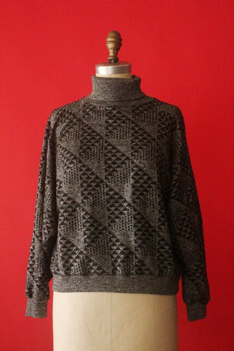 size L Vintage 80/'s90/'s Grey and Black Abstract Pattern Cropped Turtleneck Cropped Pullover Sweater by Gitano