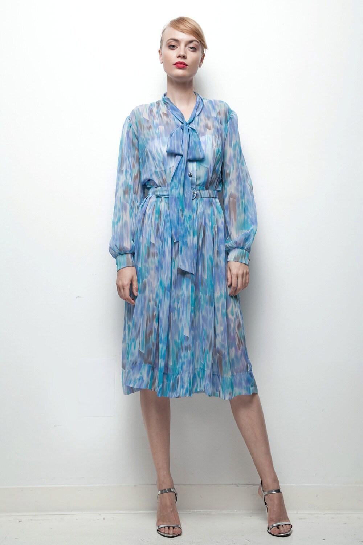noeud simple robe bleue imprim vintage des ann es 70. Black Bedroom Furniture Sets. Home Design Ideas