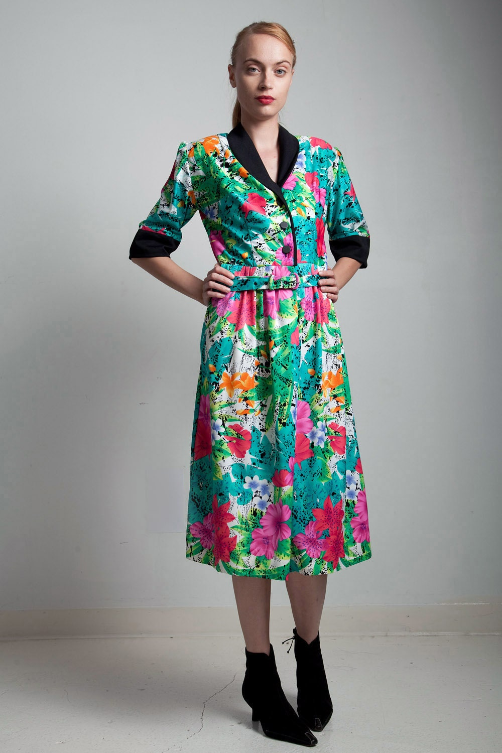 459312555c5 Belted shirt dress 70s vintage bright green colorful floral