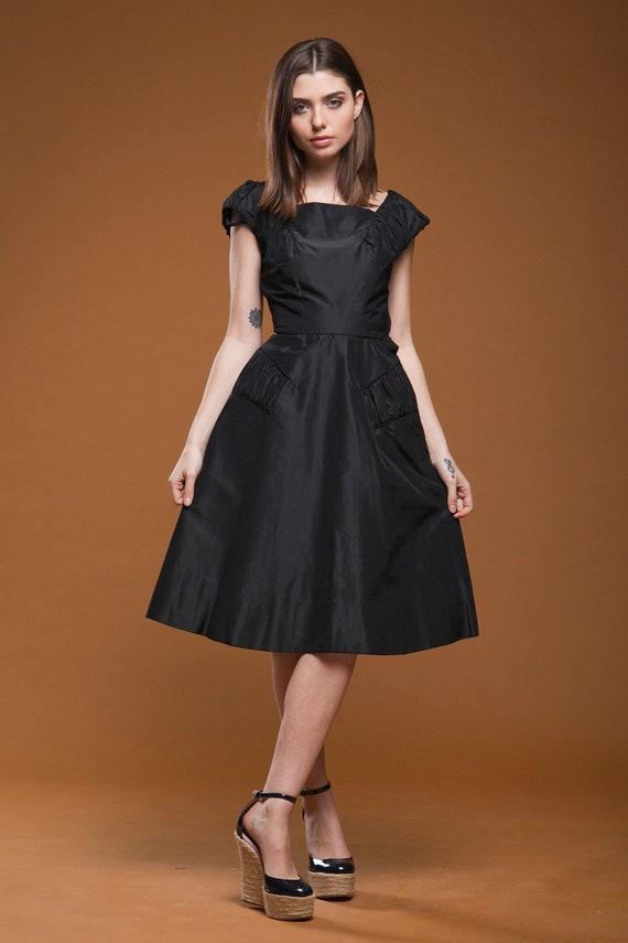 cocktail party full skirt formal evening Vintage 1950s XS  small Tailored Junior black velvet dress sleeveless little black dress