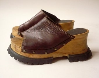 5c562f737867 LONDON UNDERGROUND 1990 s Vintage Chunky Leather   Wooden Clog Club Kid  Platform Sandals Size Approx UK 4.5