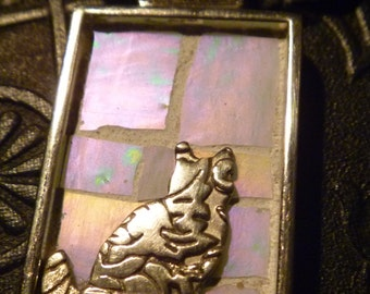Embossed floral cat on white iridescent mosaic mosaic pendant