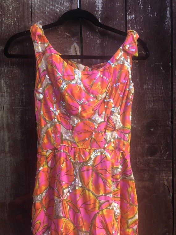 Stunning  pink and orange floral mid century wiggl
