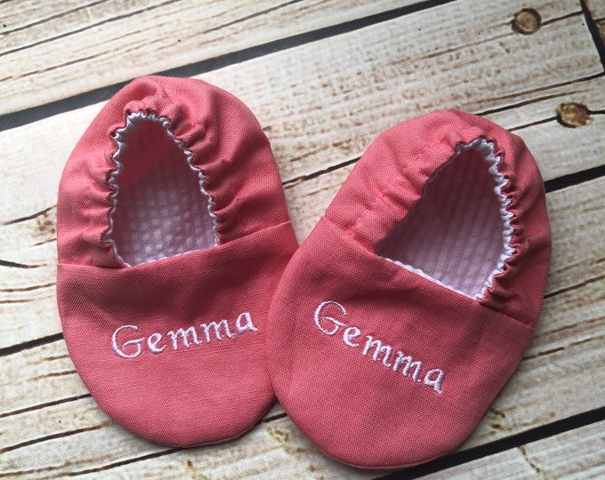 Personalized Infant Crib Shoes - Your Choice of 20 Colors - Baby Boy, Baby Girl, Shower Gift, Welcome Baby, Slippers