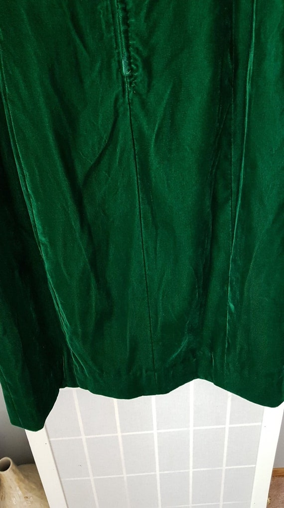 Green Velvet Vintage Medieval Dress - image 4
