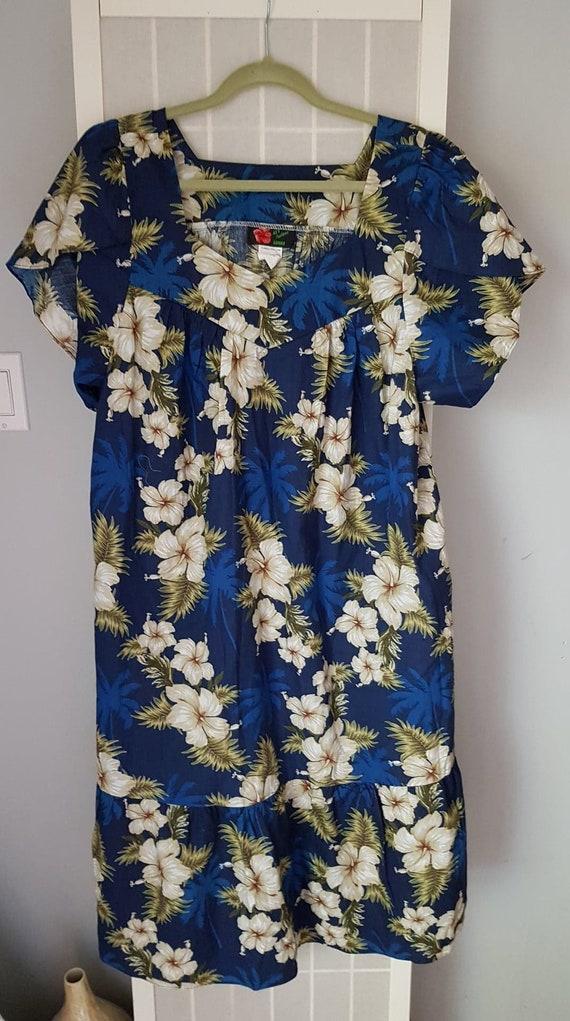 Vintage Hawaiian Cotton Womens  Blue and White Flo