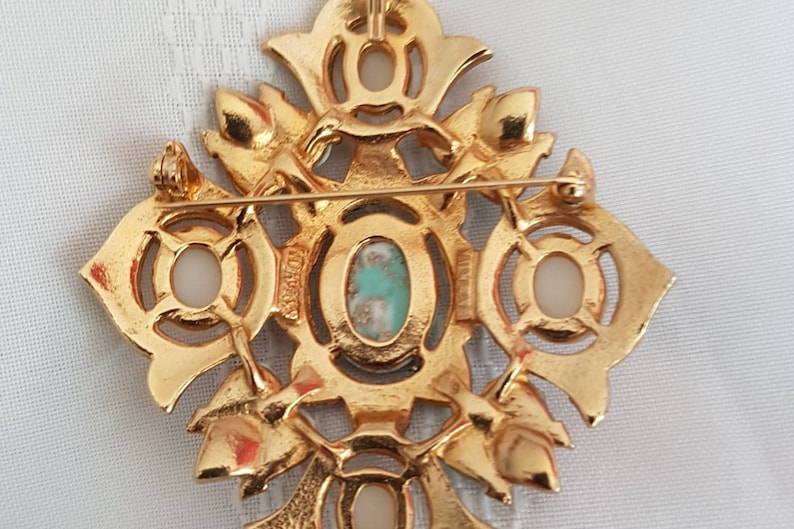 Large Vintage Sarah Coventry Canada Special Robin Egg Coloured  Stone Brooch