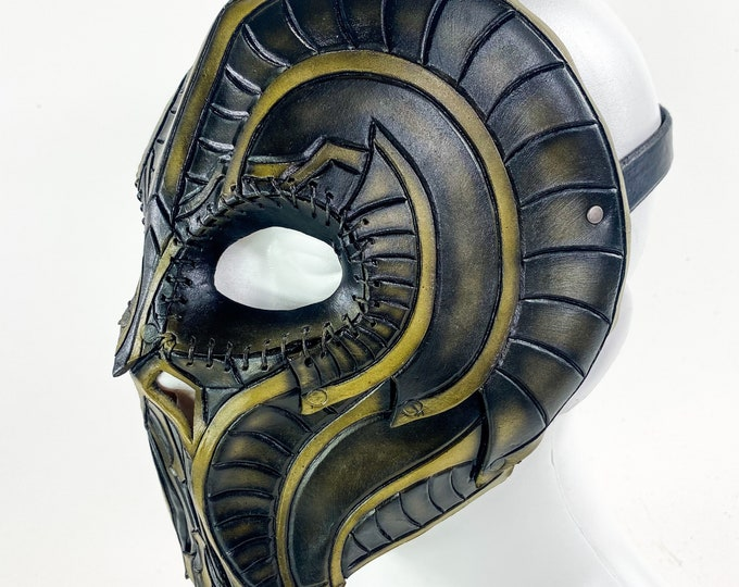 Battle Mask - Handmade Genuine Leather Mask with Horns in Natural Colors