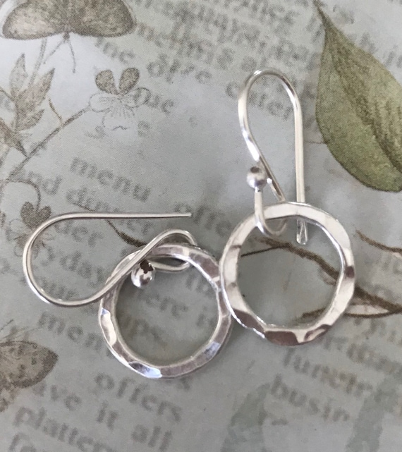 Small silver earrings l  small circle earrings l  fine silver earrings l tiny circles l round circles l dainty earrings l minimalist