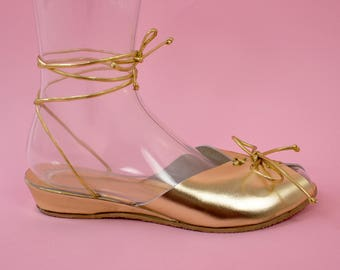 THE TWINKLE TOES - 1940's Inspired Metallic Gold Leather Adjustable Ankle Strap Wedge Sandal & Lace-Up Front - Sizes 5 to 12