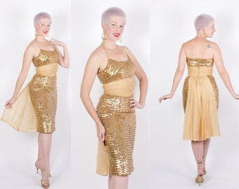 GLAMOROUS 1950s Metallic Gold Sequin Covered Hourglass Cocktail Dress w/ Halter Shelf Bust, Chiffon Ruched Midsection & Back 3D Train - M