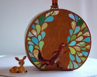 FANCY FOX... Remixed Vintage Petite Round Suitcase