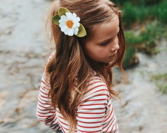 Felt Flower Headband or Alligator Clip // Daisy flower, Giddyupandgrow