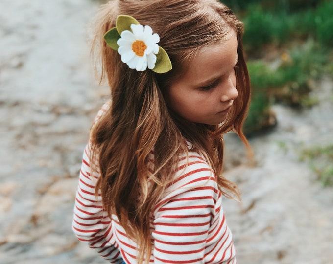 Felt Flower Headband or Alligator Clip // Daisy flower, Giddyupandgrow