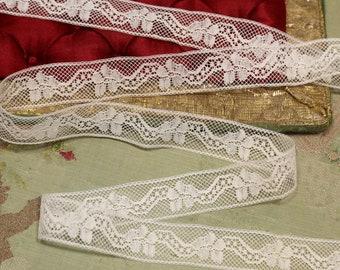 ANTIQUE LACE OVER 11 YARDS OF VERY NARROW UNUSED INSERTION LACE DOLLS BEARS
