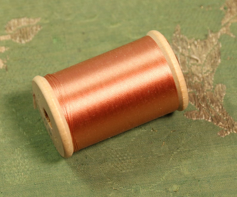 1 Jumbo Spool 900 Yards Deep Peach Antique Pure Silk Sewing Thread Holland Wood Spool Size 0 Machine Fabulous Value Hand Doll Heirloom