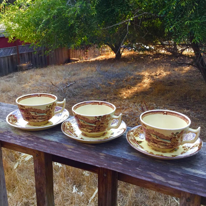 ANTIQUE CIRCA 1940s - 1950s A set of 3 teacups and saucers By Alfred Meakin  Pottery in the pattern Tonquin Brown