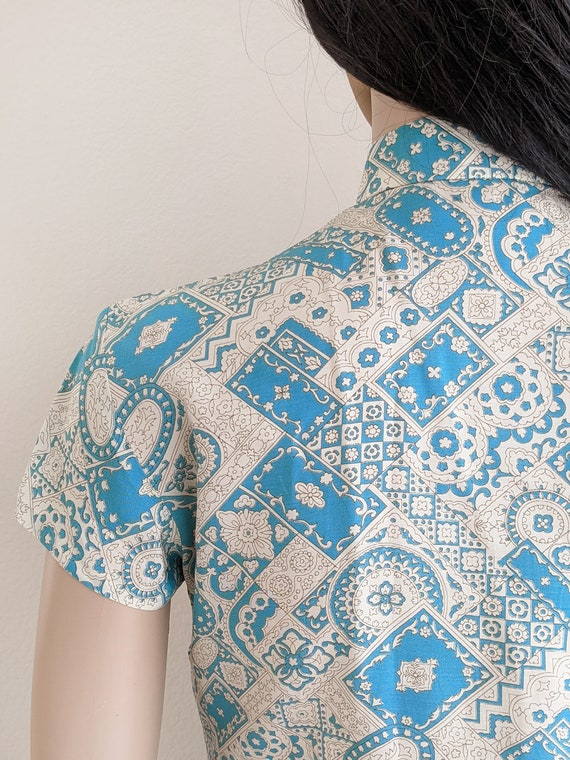 Vintage Beautiful Blue Crinkle Embroidered Hand Painted Floral Qipao Chinese Dress Bust 34 US Size S or Size 6