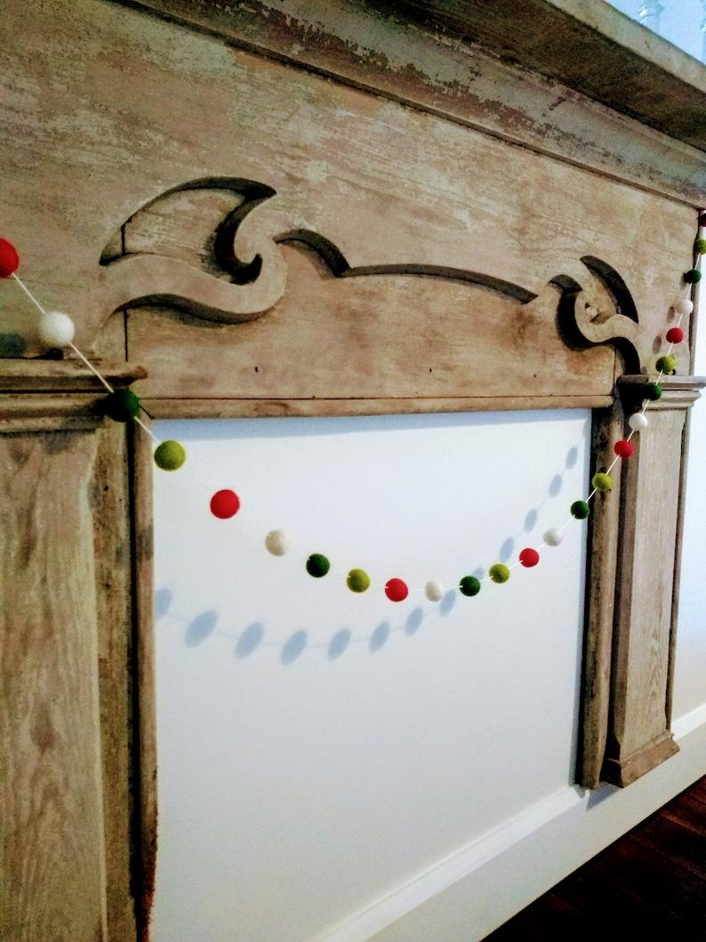 Christmas Decor Adjustable Pom Poms Red Green /& White Pom Pom Garland Wall Hanging Bunting 2.5 cm Wool Felt Balls on Mantle Garland