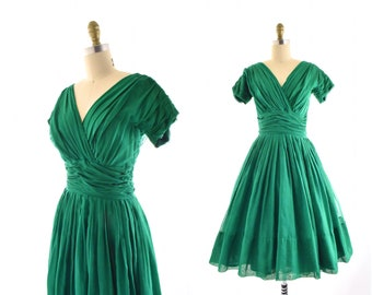 1950s Emerald Green Miss Elliette fit & flare Dress airy cotton voile Ruched Waist fit n flare full skirt short sleeves 50s vintage 26 waist