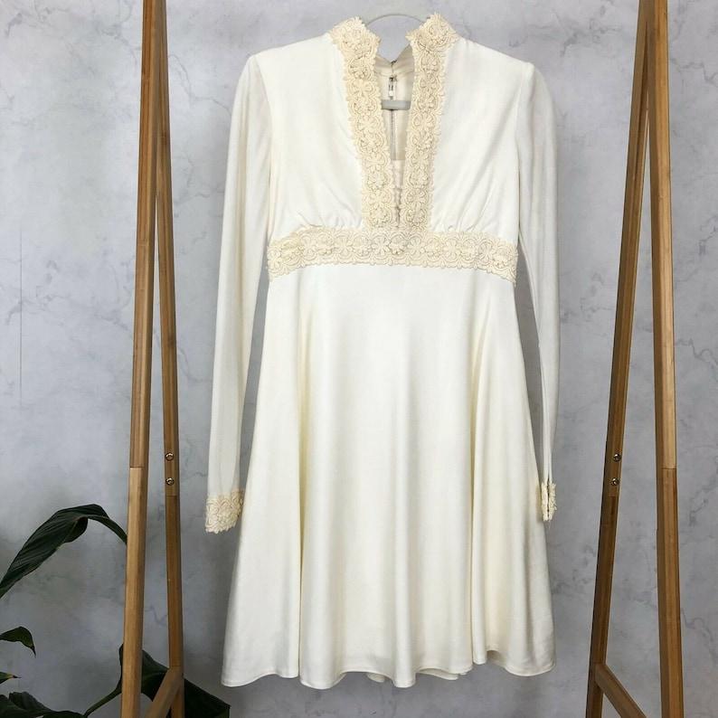 Vintage 60s Size SM White Daisy Lace Trim Long Sleeve Mod Mini Wedding Dress