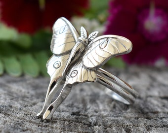 Luna moth ring, moth ring, sterling silver ring, silver moth ring, Luna moth jewelry, butterfly ring, gothic ring, gift for girlfriend, moon