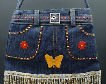 Handmade 1 of a kind small purse for all ages. Perfect size for your cellphone, wallet, make-up, ID & necessities. Adjustable strap. Pockets