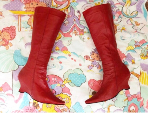 "Sz. 9 3/4"" footbed 60s Red Pointy Knee High Leathe"