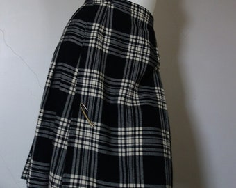 Vintage GORRAY Made in England WOOL Kilt Style Black and White Plaid Skirt with Back Pleating