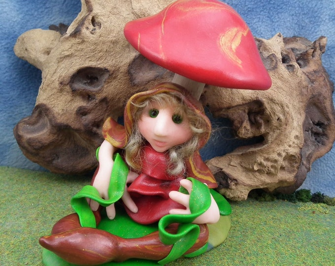 """Lily-pad Elfling 'Lilyan' with pond-weed fronds and toadstool canopy 5"""" OOAK Sculpt by Sculpture Artist Ann Galvin Art Doll"""